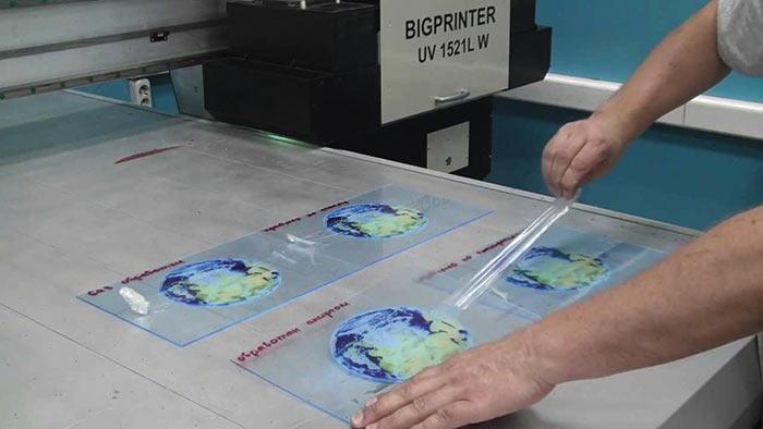 Тест стойкости УФ-печати по оргстеклу с помощью скотча